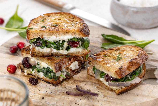 Rezept Grilled-Cheese-Sandwich mit Spinat, Camembert und Cranberries